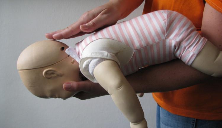 Projekt Maminky, pomozte! startuje kurzem pomoci malým dětem