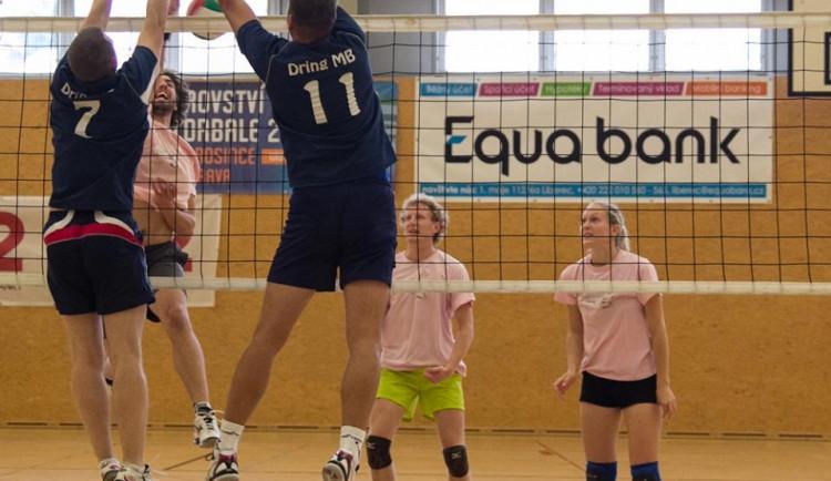 Amatérská volejbalová liga není jen o sportu, říká organizátorka