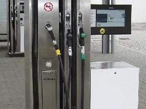 Průměrná cena benzínu i nafty klesla o víkendu pod 35 korun