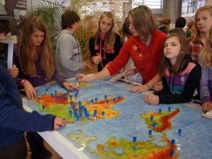 Fanoušci map a zeměpisu mají třídenní žně v knihovně