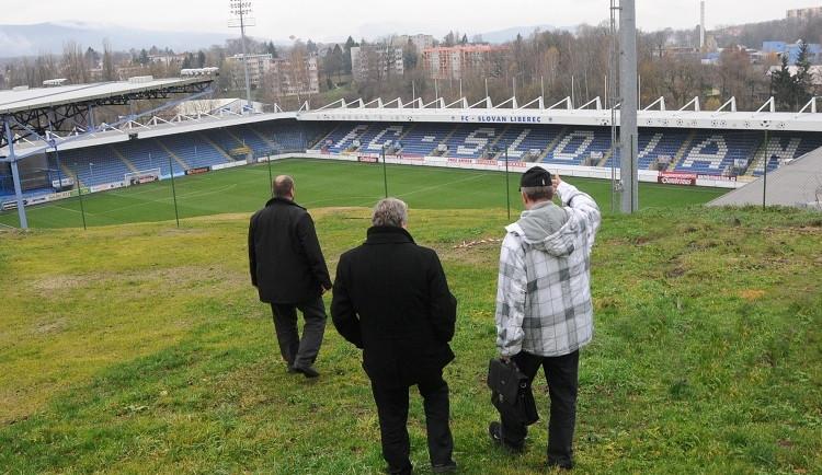 Na hřiště tekly splašky. S Freiburgem se U Nisy nemuselo hrát!