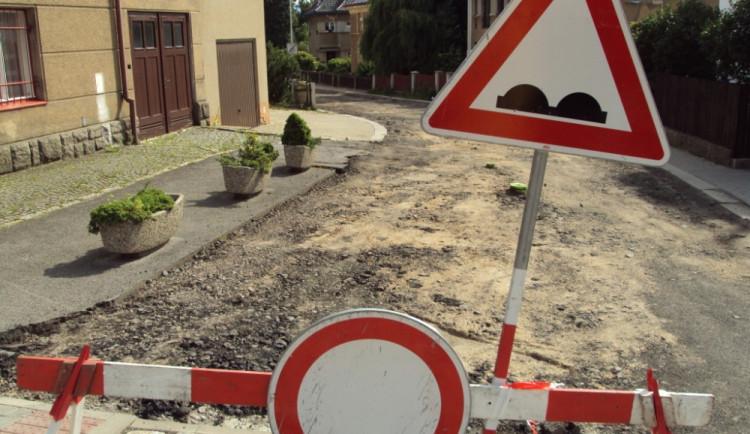 Silnice v Rochlici bude ještě několik dní vyfrézovaná