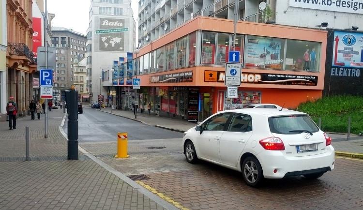 Revoluční je znovu pěší zónou. Ulicí denně projede 450 aut