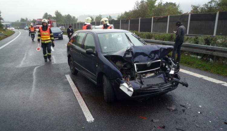 Aktuálně: Nájezd na kruháč v Rochlici blokovala nehoda