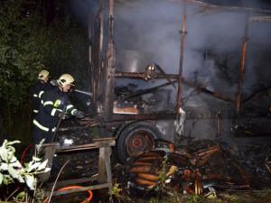 V centru Liberce hořela v noci na úterý maringotka