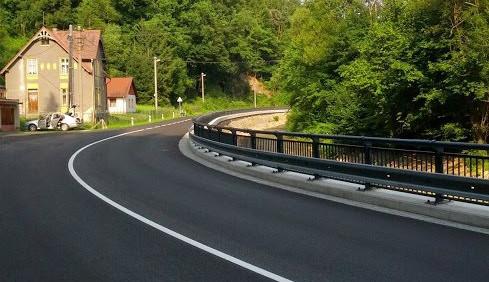 Rekonstrukce silnice mezi Novou Vsí a Chrastavou je u konce