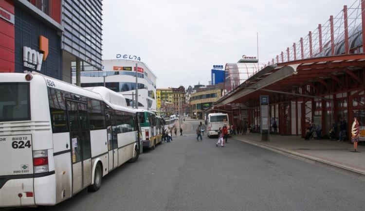Kvůli rekonstrukci Broumovské vynechají autobusy jednu zastávku
