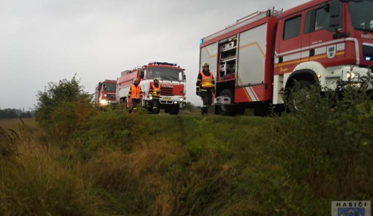 U Frýdlantu se vysypal náklad na osobní auto