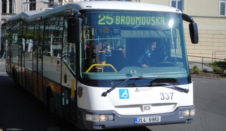 Uzavírka Broumovské od středy odkloní autobusy
