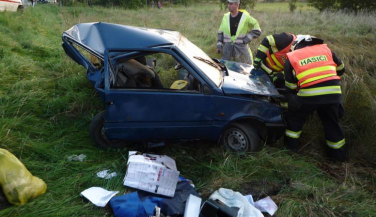 Tragédie u Albrechtic: Řidič osobáku nepřežil střet se sanitou