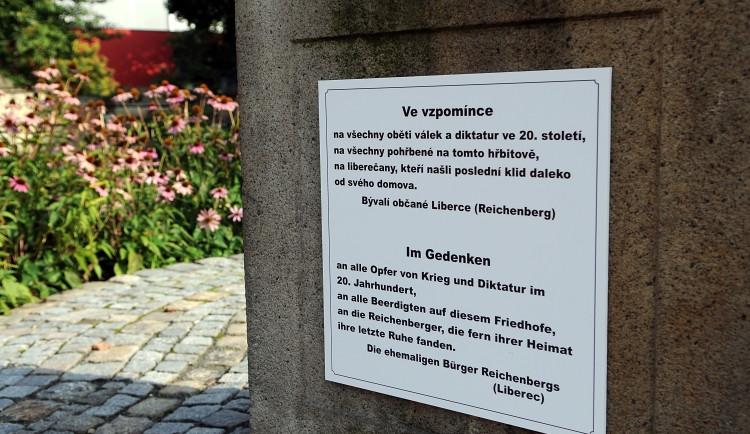 Nedobrovolně opustili Liberec, teď mají pamětní desku