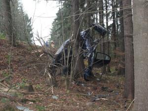 Další tragická nehoda. Řidič nepřežil náraz do stromu