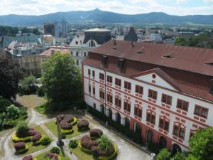 Vedení Liberce zvažuje koupi zámku. V jeho okolí by mohl vzniknout centrální park