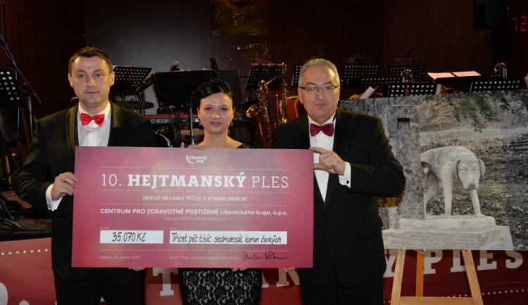Jubilejní 10. hejtmanský ples byl regionální a charitativní a vynesl téměř 200  tisíc