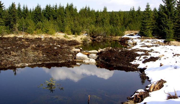 Betonový kanál v Jizerských horách se změnil v horský potok