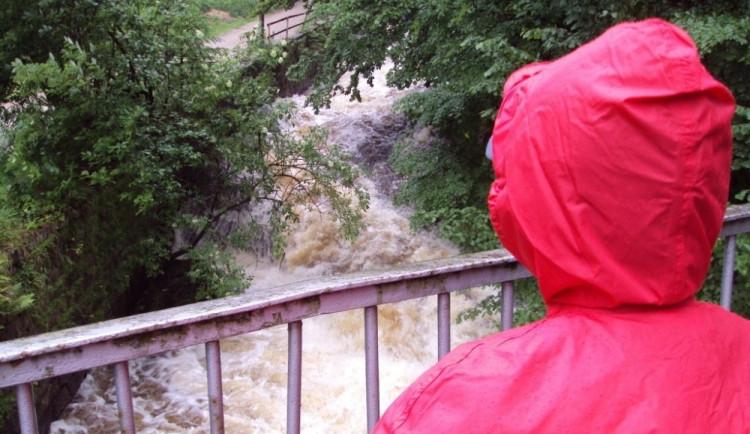 Noční déšť zvedl hladinu Jizery až na druhý povodňový stupeň