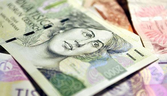 Zaměstnanci ve státní správě si polepšili v průměru o 773 korun