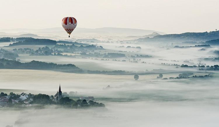Nad Českým rájem létala vzducholoď s pěti balony