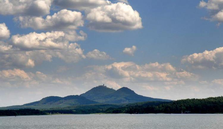 V Máchově jezeře jsou ve zvýšené míře sinice