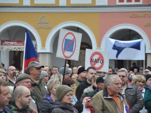 Opuštění EU by bylo proti zájmům Česka, říká vláda. Pravděpodobnost schválení návrhu se rovná nule