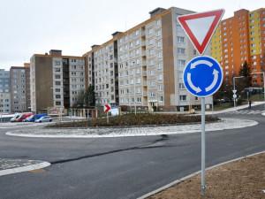 FOTO a VIDEO: V Rochlici se v pondělí otevřel nový kruhový objezd. Dopravní omezení po čtvrt roce skončila