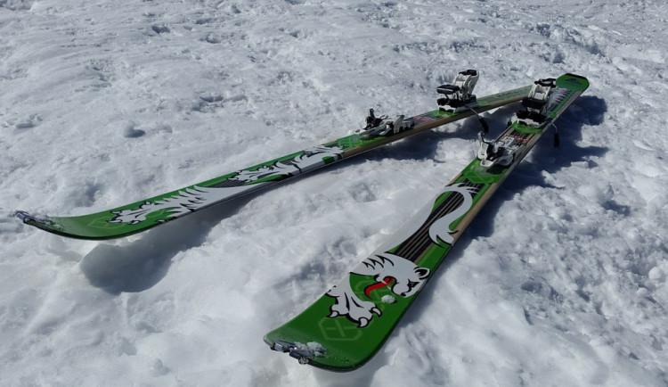Stovky lidí zamířily na technický sníh do hor