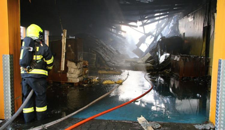 Turnov ve prospěch továrny poškozené požárem uspořádá sbírku