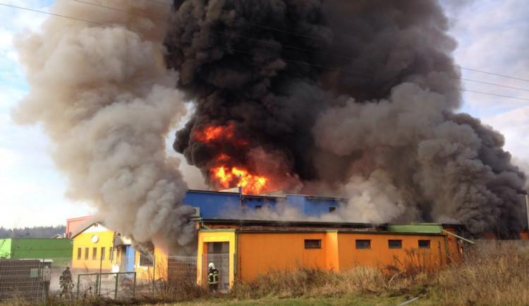 Peníze ze sbírky dostanou rodiny obětí požáru v turnovské továrně