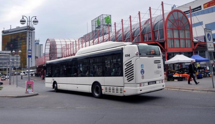 Liberec chce dostat lidi z aut do vlaků a autobusů. Do roku 2030 chce snížit emise o 40 procent