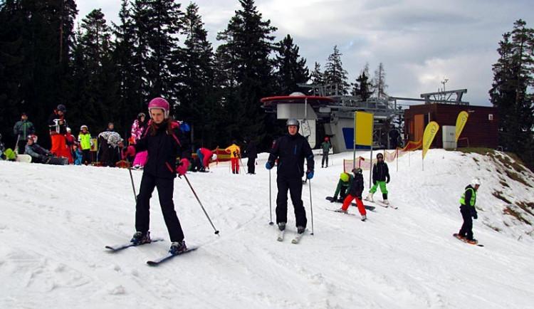 V Libereckém kraji vyrazily o víkendu na lyže tisíce lidí
