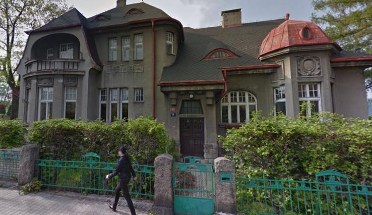 Město chce přestavět bývalou školku na azylový dům