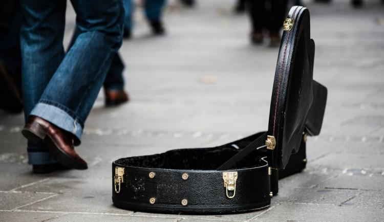 Akrobaté, irská hudba nebo bubnování na létající talíř. Centrum Liberce oživí pouliční umělci