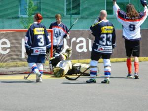 Základní část hokejbalové  ligy je u konce. O víkendu startuje playoff