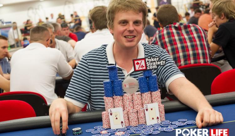 Alkohol do pokeru nepatří, říká liberecký pokerový hráč Vojtěch Růžička