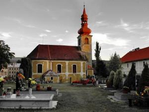 Hlavní problémy kostela v Jindřichovicích? Střecha, krovy a vlhké zdivo