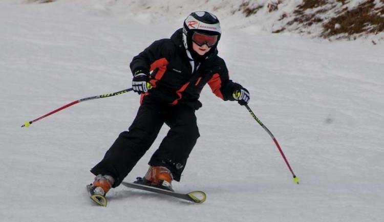 Na Liberecku lyžovaly o víkendu tisíce lidí, místy leží i přes půl metru sněhu