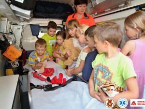 Prvňáci se tento týden učili, jak poskytovat první pomoc