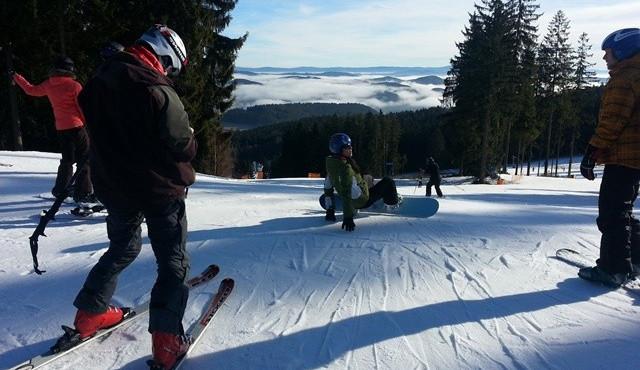 Takovou zimu provozovatelé lyžařských středisek dlouho nezažili. Na sjezdovkách leží i metr a půl sněhu