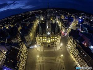 Radnice se na hodinu ponoří do tmy. Město tak dá najevo, že ho zajímá životní prostředí