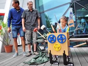 Soutěž Veselý stroj: Chtěla jsem, aby si tatínek se mnou víc hrál, řekla vítězka ke Stroji, co opraví všechno