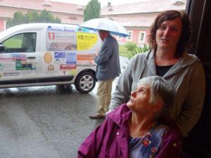 Domov důchodců ve Sloupu získal zdarma nový automobil