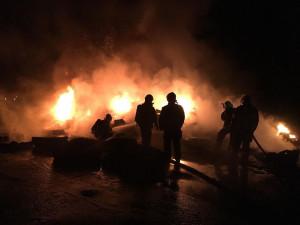 FOTO: Noc ve znamení požárů. Hořel karavan i skládka pneumatik