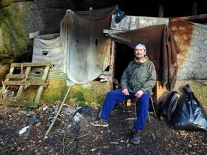 Těším se z každého dne, říká Václav Klukan. Bývalý osvětlovač žije osmým rokem v jeskyni