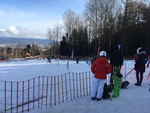Jarní lyžování přilákalo do hor v kraji tisíce lidí. Areály se připravují na ukončení provozu