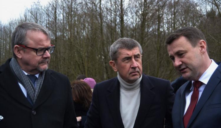 FOTO, VIDEO: Andrej Babiš společně s ministry vyrazil na sever Čech. V Liberci ho čekali demonstranti