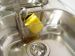 Myjete nádobí v ruce? Vezměte si raději rukavice