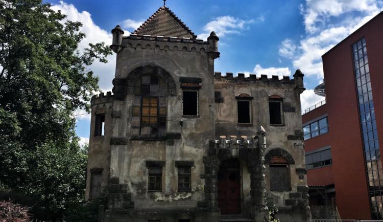 Zámeček bývalého pánského spolku Schlaraffia nebyl uznán jako kulturní památka. Rozhodl o tom soud
