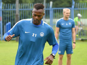 Nová posila Slovanu Elvis: první fotbalové angažmá v Česku si dohodl v posilovně