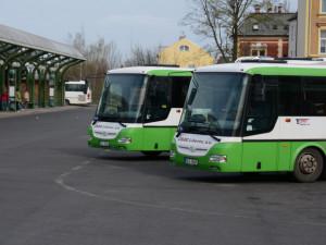 Kraj si dopravu na Liberecku a Českolipsku zajistí sám. Potřebuje 130 autobusů