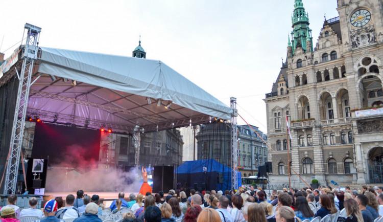 Liberecké léto na náměstí začalo. Opět s pláží a kulturním programem